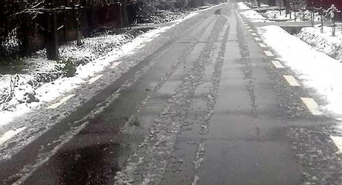Avertizare de polei la Iași. Aseară a nins în oraș