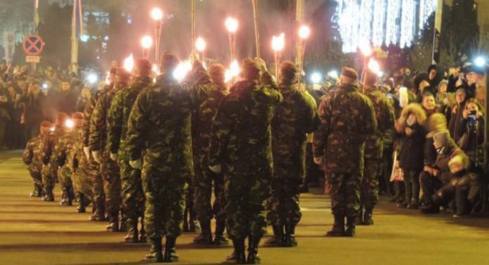 Retragerea cu torţe a militarilor ieşeni