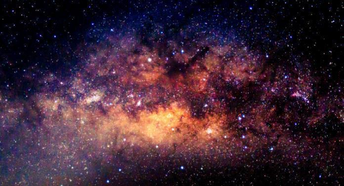 """Praf de stele fabricat la Universitatea """"Al. I. Cuza"""" Iaşi printr-o metodă unică la nivel mondial"""