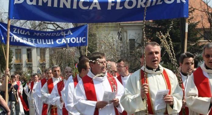 Procesiune catolică pe străzile Iașiului