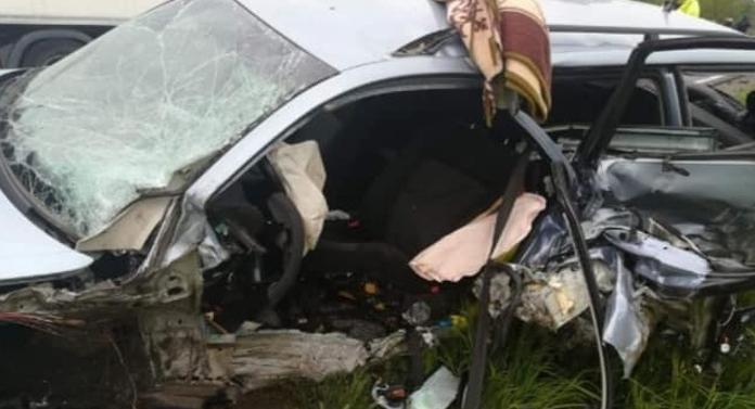 TERIBIL. Un mort şi 4 răniţi într-un accident de GROAZĂ