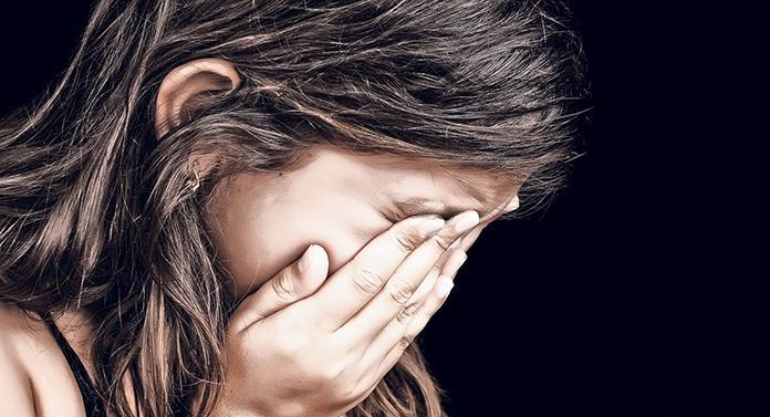 CALVARUL unei femei violate de soț în fața celor 7 copii, care au fost și ei abuzați sexual!