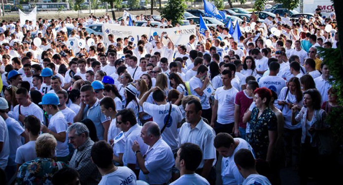 Marșul Absolvenților, în cadrul Festivalului Internațional al Educației