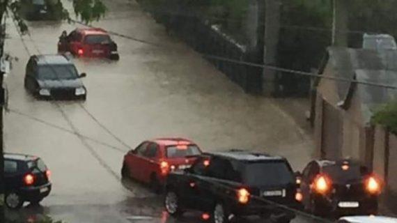 Dezastru după prima ploaie mai serioasă la Iași