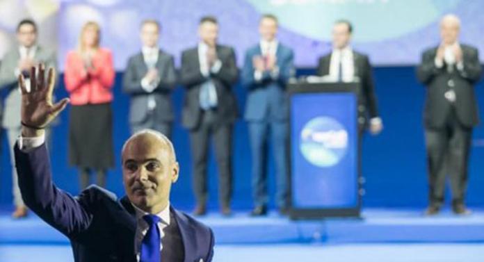 "Rareș Bogdan, atac furibund la liderii PNL care ""fac pluta pe spate"""