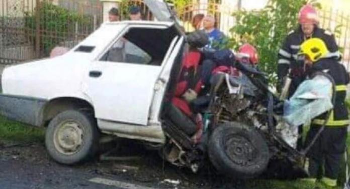 Accident cu 2 morți! Un polițist a intrat frontal într-o altă mașină