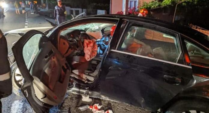 Accident teribil azi-noapte! Un tânăr de 23 de ani a intrat într-un cap de pod cu un Audi A6