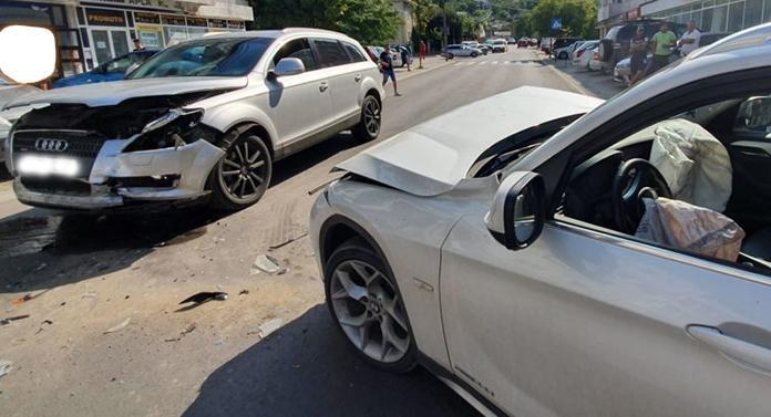 Ciocnire între un BMW și un Audi, în Iași, în urmă cu puțin timp