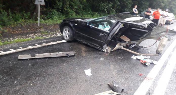 Accident cumplit aseară. A murit după ce mașina s-a rupt în două