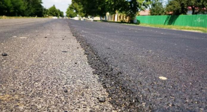 Botoșaniul asfaltează 73 km de drum național
