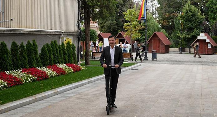 Boc face metrou la Cluj, Chirica se plimbă cu trotineta în Iași!
