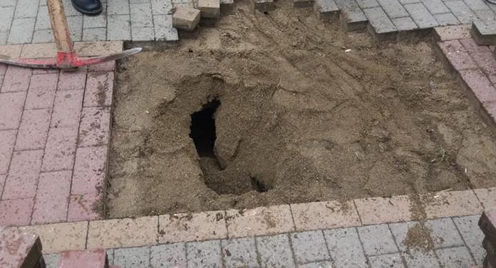 Se surpă terenul în mai multe zone din Iași! Primarul vede doar unele gropi