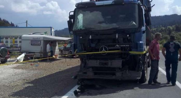 3 morți, între care și un copil, într-un cumplit accident petrecut astăzi
