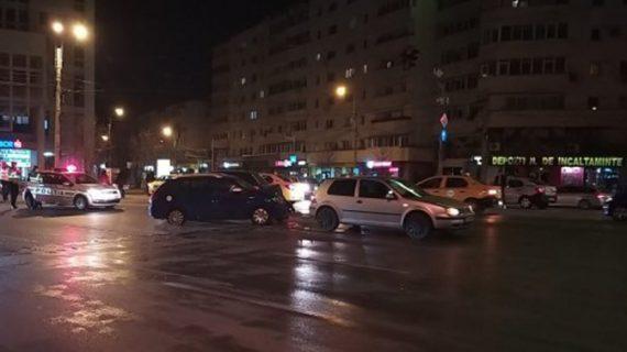 Seara și accidentul în Podu Roș. Un șofer beat nu a acordat prioritate, iar două persoane au ajuns la spital