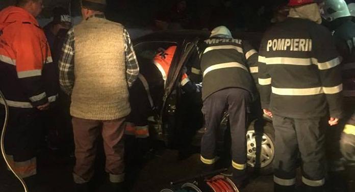 Accident grav la Rădăuți: Două victime, după ce mașina în care se aflau s-a izbit de un cap de pod