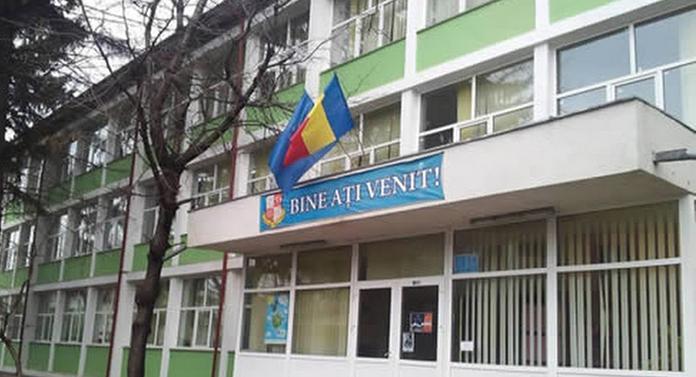 Dosar penal pe numele a două angajate de la un liceu din Bacău