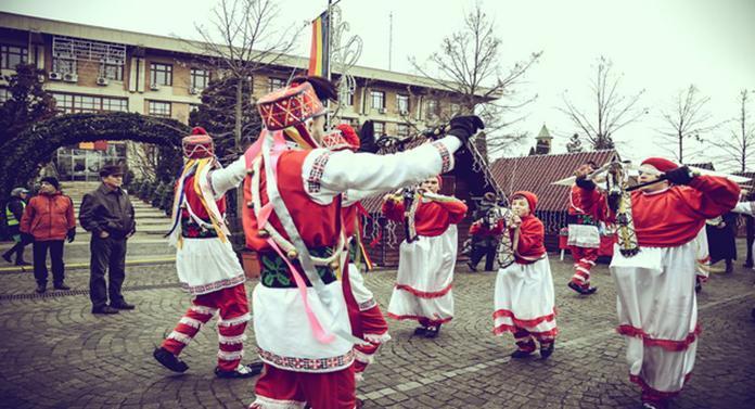 Datini și obiceiuri de iarnă, la Iași