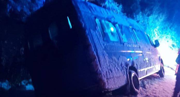Prima ninsoare, primele probleme grave. Un microbuz cu 15 copii, implicat într-un accident