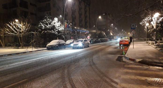 Prima ninsoare din această iarnă a dat peste cap circulația în Botoșani