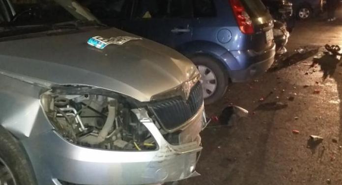 Beat turtă, un şofer a făcut prăpăd pe stradă