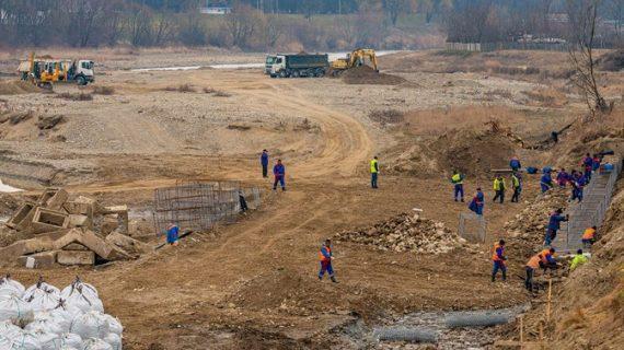 În ce stadiu se află lucrările la podul din Oneşti