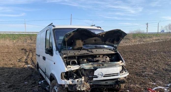 INCREDIBIL! Un microbuz care se întorcea din Italia, s-a răsturnat la Botoşani