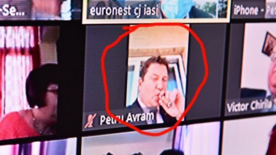 Finul ministrului Costel Alexe, sfidător, cu un trabuc în gură, în timpul unei ședințe!
